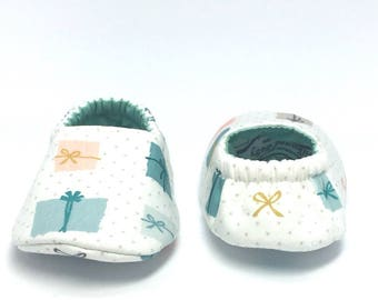 3-6mo RTS Baby Moccs: Presents Packages / crib shoes / Baby Shoes / Baby Moccasins / Vegan Moccs / Soft Soled Shoes / Montessori Shoes