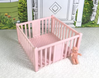 "MARX NURSERY PLAYPEN, 1950's, Marxie Mansion, 3/4"" Scale, Hard Plastic, Vintage Tin Dollhouse Furniture"