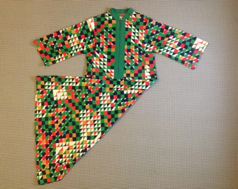 1970's, geometric print, nylon, housecoat, in green, with navy, red, beige and white, Women's size Medium