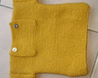 Plain stitch sweater foam collar with button opening