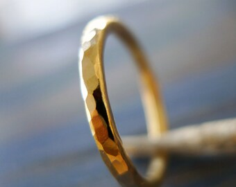 14K Rough. Yellow Gold Hammered Textured Wedding Band (or NOT...). Personalized Gold Ring. Man and Woman Gold Ring. Unisex Hammered Ring.