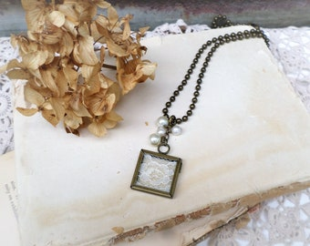 Shabby Vintage Style Lace and Pearl Pendant Necklace