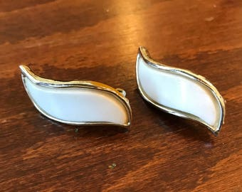 Vintage Retro Gold Tone and Lucite Clip On Earrings