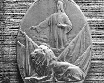 RARE WWI  Soldier Medal / Jesus Christ the Protector with Lion dated 1918 J. Jourdain / Belgian Catholic Religious Pendant