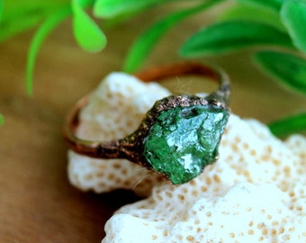 Raw green garnet ring, boho rings, raw ring, green garnet, big size, unique rings, rough stone, raw stone, ring for men, january birthstone