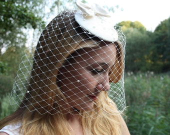Fascination with veils and pearls for the wedding
