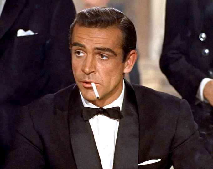 "Sean Connery as ""James Bond"" in the 1962 Film ""Dr. No"" - 8X10 or 11X14 Photo (ZY-495)"