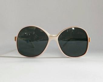 NOS, Vintage Late 1960s American Optical 'Sand Pebbles' Sunglasses.