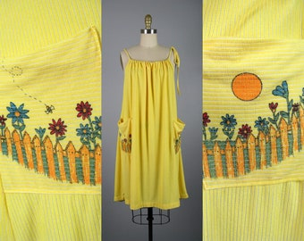 Vintage 1970s Terry Cloth Trapeze Dress with Cute Pockets   Adjustable Open Size