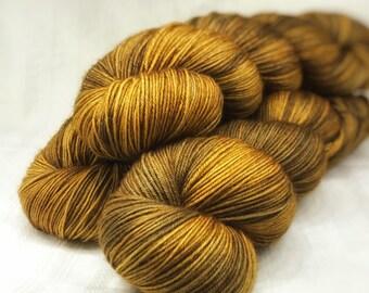 Pyrus // 100% BFL // superwash // Hand Dyed // Fingering Weight Yarn // 100 grams; 3.5oz // 400m; 437yards // tonal colour
