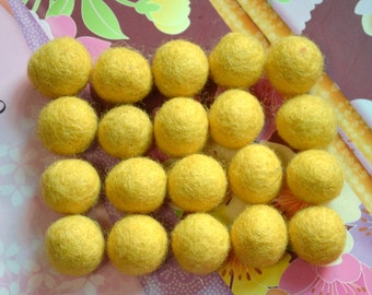 20pcs Gold Wool Felt Balls (2cm)