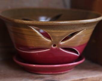 Berry Bowl in Preiselbeere Sienna von Dorf Keramik PEI