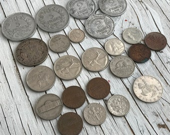 A collection of 23 vintage World coins; 5 French Franc coins 1941-1947, 3 x Holland coins 1940/50/70, 7 x Canadian coins 1970s, 7x USA coins
