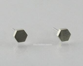 Silver hexagon earring, white gold hexagon stud earring, solid white gold stud earring, hexagon jewelry, geometric jewelry, modern earring