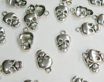 10 Halloween Skull charms antique silver 17x10mm DB07782