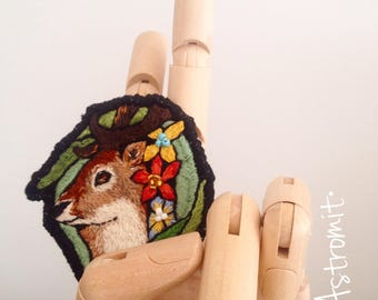 Patch hand embroidered deer