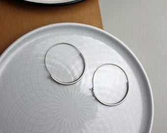 Design minimal-silver-plated earrings hoops
