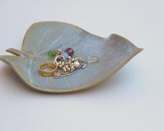 Ceramic Ring Plate, ceramic ring dish,  jewelry dish, ceramic leaf, ceramic dish, wedding ring dish, serving platter, anniversary gift
