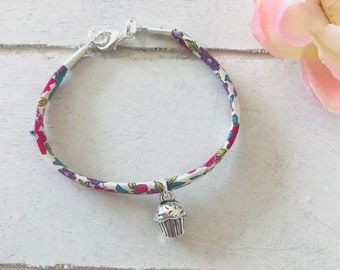 Cute Cupcake Kids Bracelet / Cupcake Charm / Gift for Girls / Cupcake Charm Bracelet / Gift Ideas / Kids Bracelet