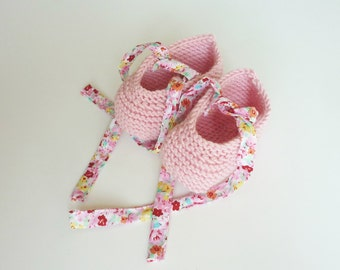 Hand knit baby booties / knit baby booties / newborn booties / liberty tissue
