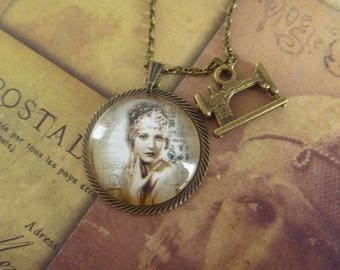 vintage Necklace: Locket woman roaring twenties