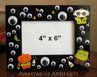 "4""x6"" Wiggly Eyes and Costumed Monsters Halloween Decorative Photo Frame"