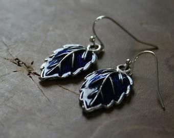 Blue Leaves - Pair of dangling earrings with leaves with blue enamel