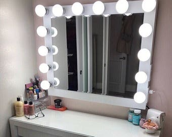 Hollywood Vanity Mirror.Perfect for Ikea vanity (bULBS nOT iNCLUDED)