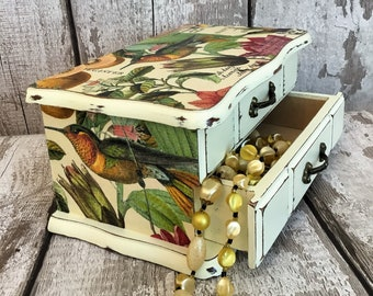 Shabby chic jewellery box.Upcycled jewellery box.Distressed jewellery box.Vintage jewellery box.Birds jewellery box.Cream jewelry box.OOAK