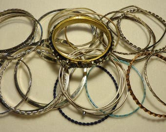 25 Vintage Bangles With Scrolled Designs, lot #2