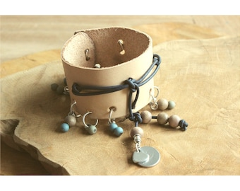 Personal charm bracelet of leather!
