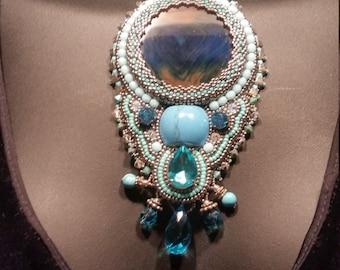 Pièce de spécialité, Turquoise, topaze bleue, la Nature pierres Art à porter une pièce unique collier déclaration