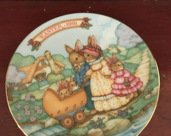 "Vintage 1991 Avon Procelain ""Springtime Stroll"" Easter Plate Collectible Plate"