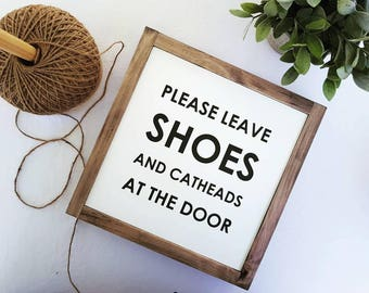 READY MADE - Ships within 3-5 days - Please Leave Shoes & Catheads at the Door - Framed Painted Wood Sign Modern Farmhouse (27.5x27.5x4cm)