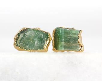 Gold, Smaragd Ohrstecker | Smaragd Ohrringe | Roh Smaragd Ohrstecker | kann Birthstone Ohrringe | Geburtsstein Bolzen kann | rohen Kristallohrringe