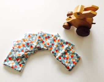 """Colored triangles"" wipes for baby"