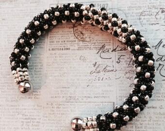 Bracelet en perles noir et argent