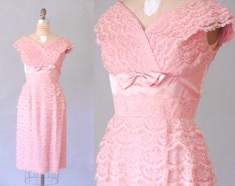 Sabrina rose dentelle strass robe | robe en dentelle des années 50 | robe Vintage Rose