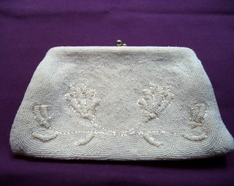 1950s White Beaded Evening Bag. Beaded Evening Bag. Beaded Clutch Purse. Rhinestone Clasp. Tuck-Away Chain. Bridal Accessory. Wedding Purse