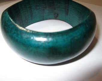 Wide Kelly Green Wood Bangle Bracelet Tribal Funky Great Looking Fashion Vintage Morphed Large Size 2 5/8