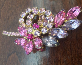 JULIANA  DeLIZZA & ELSTER Brooch Pin 50's 60's Dimensional pins Pinks lavender Rhinestones / Costume Jewelry Jd2-151