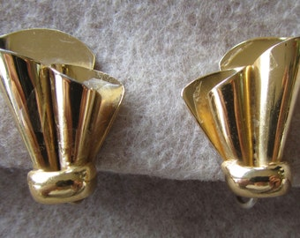 Vintage gold tone Coro screw back earrings