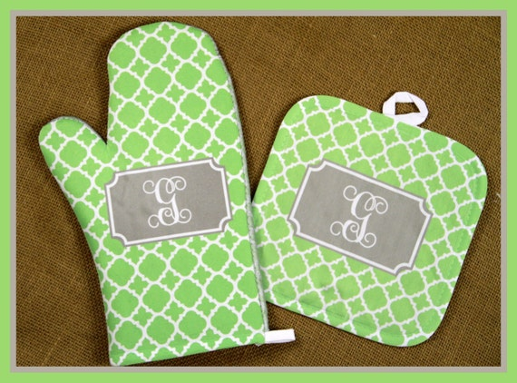 Home Decor Gifts for Grandma Oven Mitt Pot Holder Monogrammed Gift Set Personalized Oven Mitts Gifts for Mom Decor Dining Monogrammed Custom