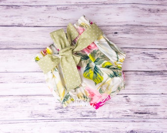 High Waisted Floral bloomers- Floral diaper cover, Floral outfit, floral bloomers, floral shorties, floral shorts, floral bottoms