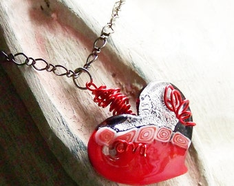 Red Black Wild Heart Pendant Necklace with Swirls Wire-Wrapped Geometric Fashion