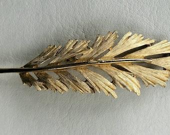 Vintage Trifari Long Slender Leaf Feather Brooch Pin Textured Gold tone