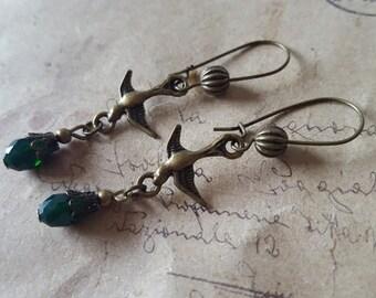 Swallow earrings with green glass drop ~ bronze ~.
