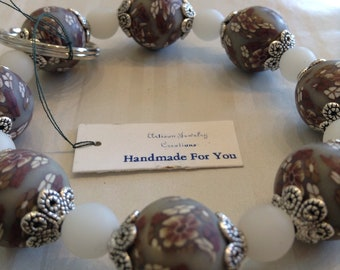 Handmade For You Hands-Free Bracelet KeyChain Keyring Brown White Floral Polymer Clay Beads Silver Stretch Cord Fit Many Sizes Unique K340