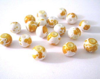 10 white speckled yellow glass beads 8mm