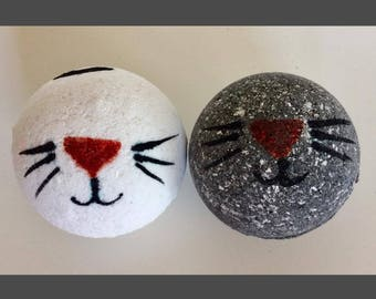 Kitty Bath Bomb! Cat Bath Bomb. Painted Bath Bomb. Handmade Bath Bomb. Bath Fizzy.